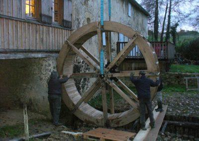 reportage-montage-roue-moulin-de-pinquet-060