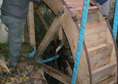 reportage-montage-roue-moulin-de-pinquet-065